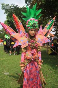 peserta batik carnival batang dari mts daarul ishlah